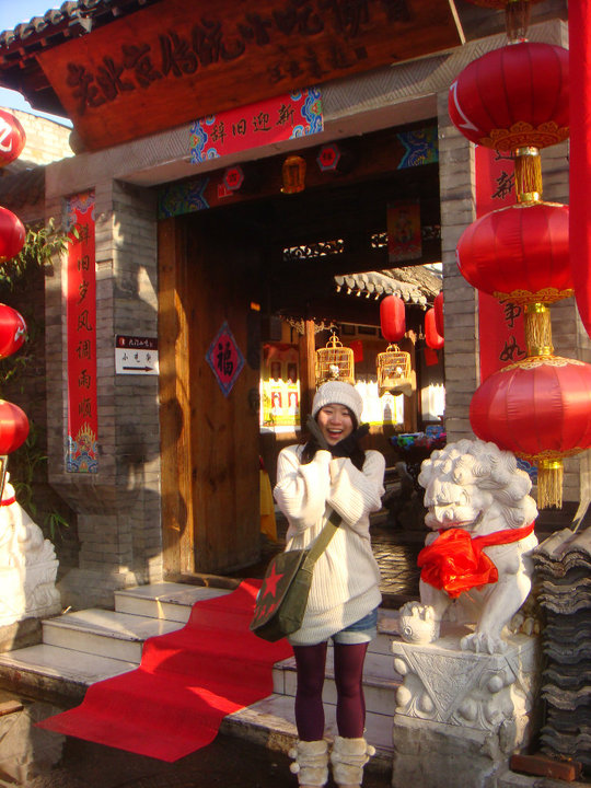 Red lanterns, Chinese guardian lions—are you thinking this is Old China? Well, sort of. This is a restaurant/IG othatsherry, taken 2014.